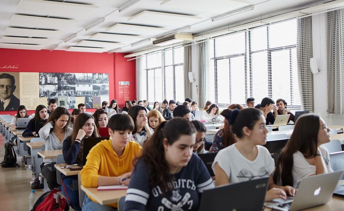 La universitat constata que també ella segrega per classe social i gènere
